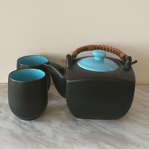 Black with blue lid Teaopia tea pot with 2 Cups